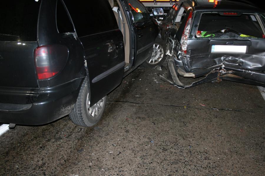 Verkehrsunfall zwischen 2 PKW und 1 LKW auf der BAB11