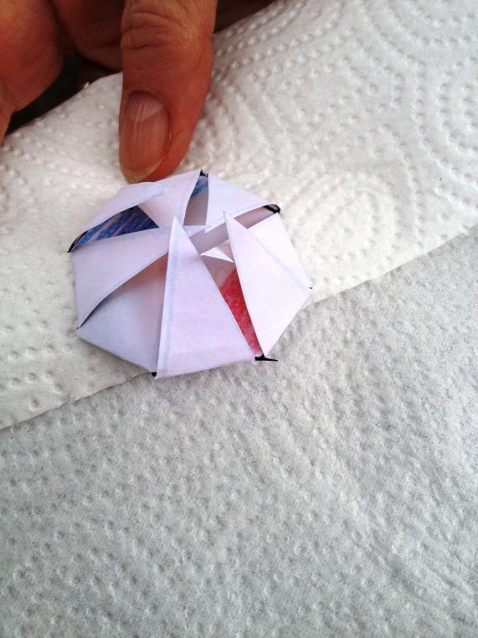 Basteln:hier eine Papierblume