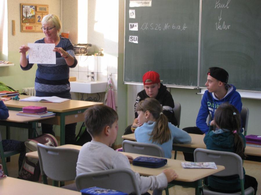 Klasse 2b mit Schülern der Juri-Gagarin-Oberschule