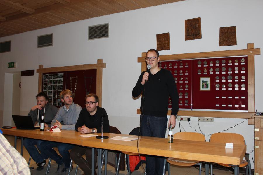 Der 1. Vorsitzende des Schützenvereins, Maximilian Völkel, begrüßt die Anwesenden