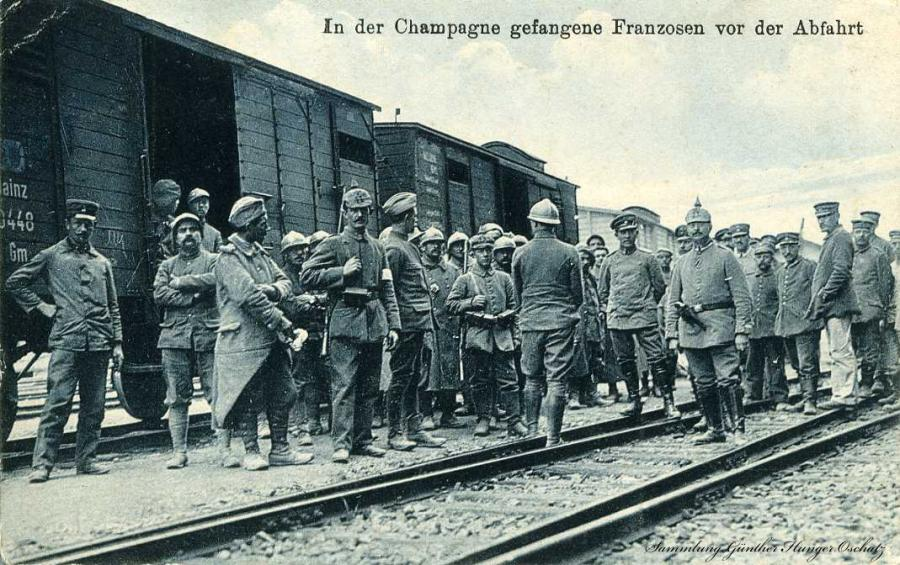 In der Champge gefangene Franzosen vor der Abfahrt