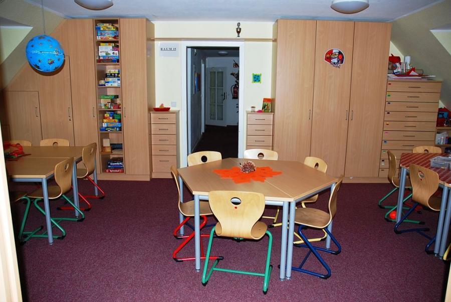 Raum 2 - Bastelzimmer mit Blick in den Flur