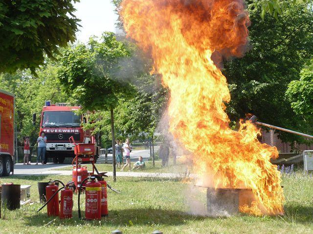 Feuer auf dem Schulhof!