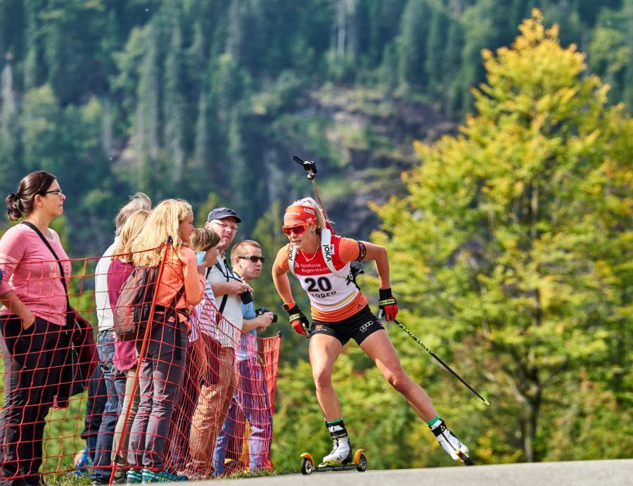 Kaisa Makarainen im Arber Hohenzollern Biathlon Stadion bei einem Wettkampf- Foto Woidlife Photography