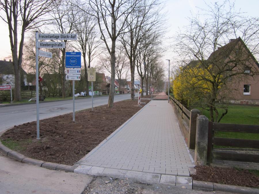 """Beendigung der Erneuerung der Kanalisation und der Wasserleitung im 2. Bauabschnitt der Kasseler Straße  mit einer """"Dankeschön-Feier"""" für die Anwohner"""