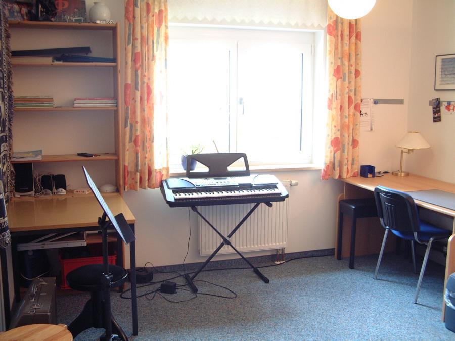Raum Nr 4 Klavier