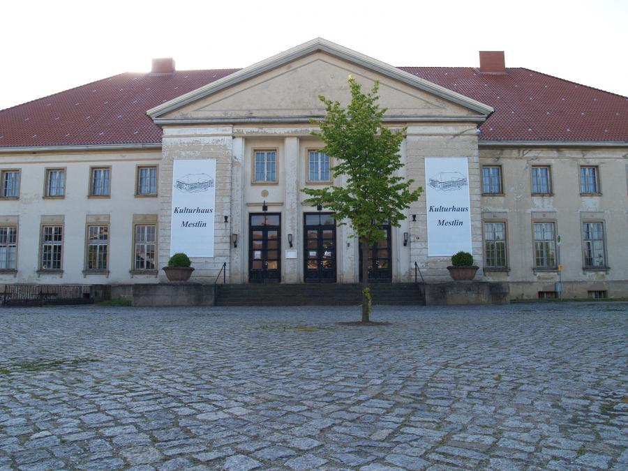 Kulturhaus Mestlin Front