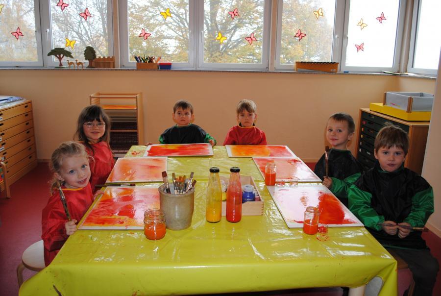 Kinder im Kreativraum