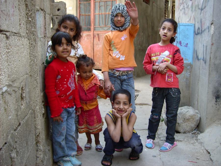 Kinder in libanesischem Flüchtlingslager