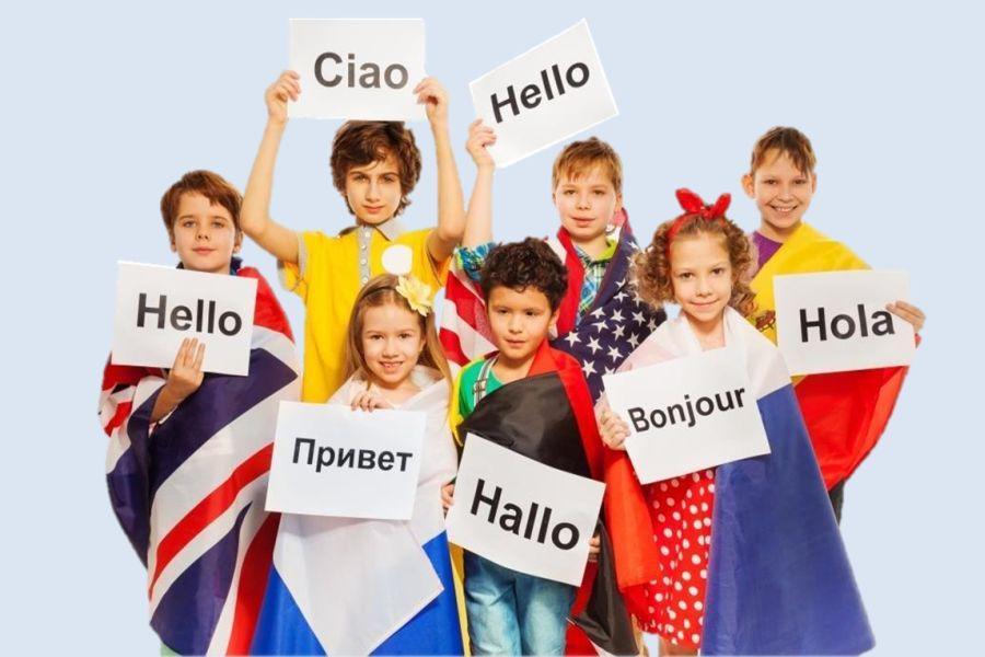 Kinder mit Flaggen
