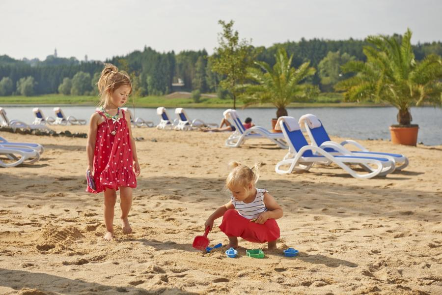 Kinder am Strandbad Bio-Seehotel Zeulenroda - Foto: Bio-Seehotel Zeulenroda