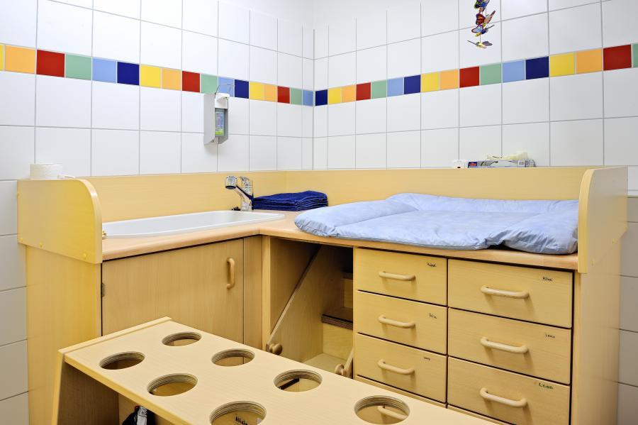 kinderhaus mobile wickelzeit. Black Bedroom Furniture Sets. Home Design Ideas