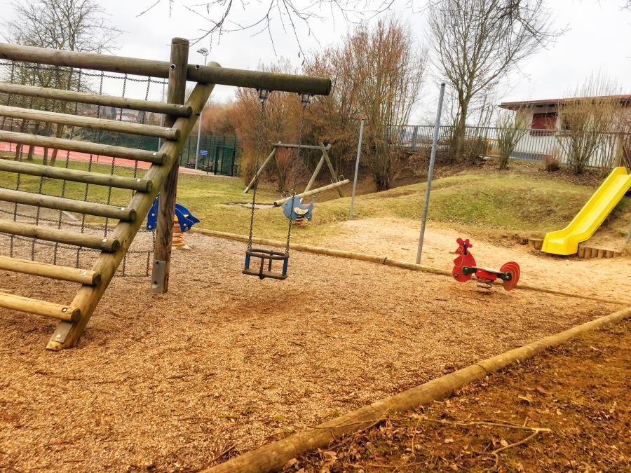 Kinderspielplatz (2)