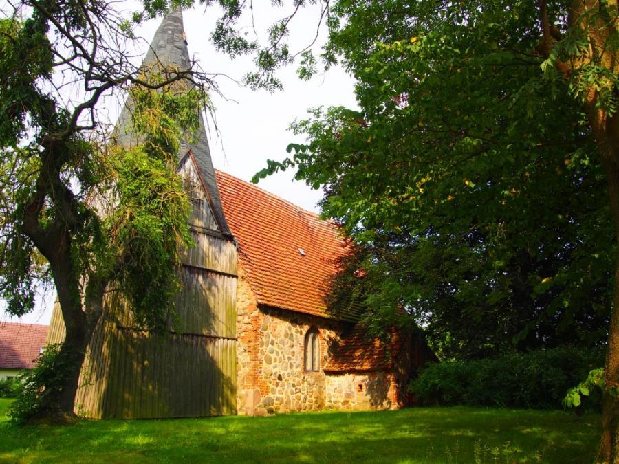 Kirche Below