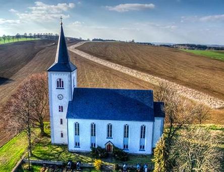 Kirche Voigtsdorf / Foto: Mario Hamburg