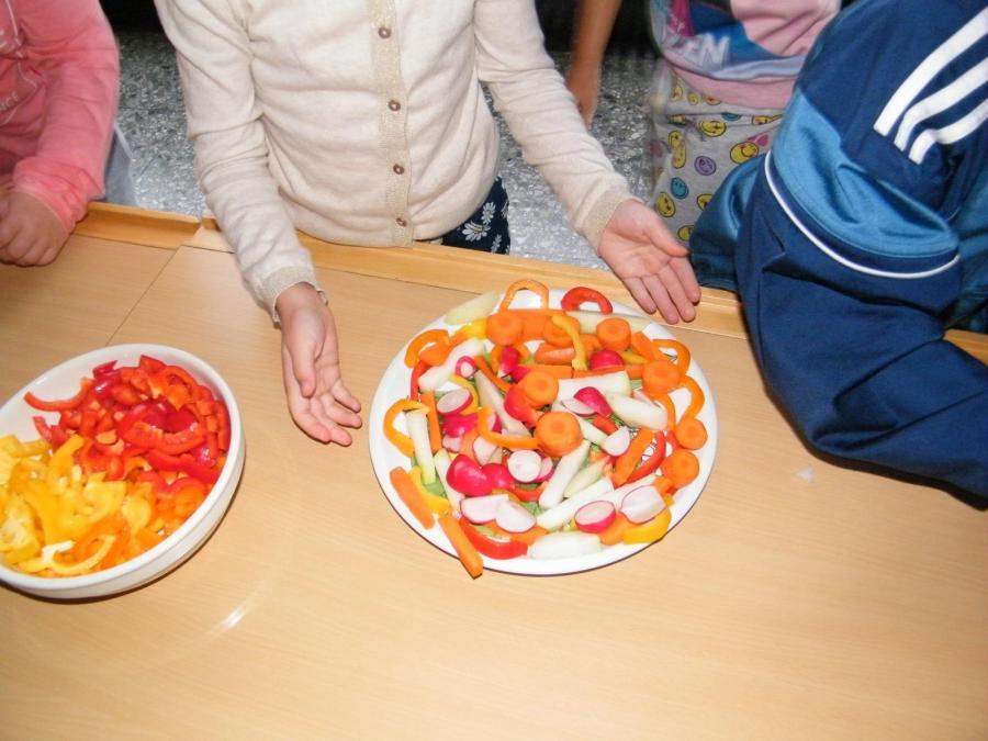 Klasse 1 bunte Obst-Gemüseplatte