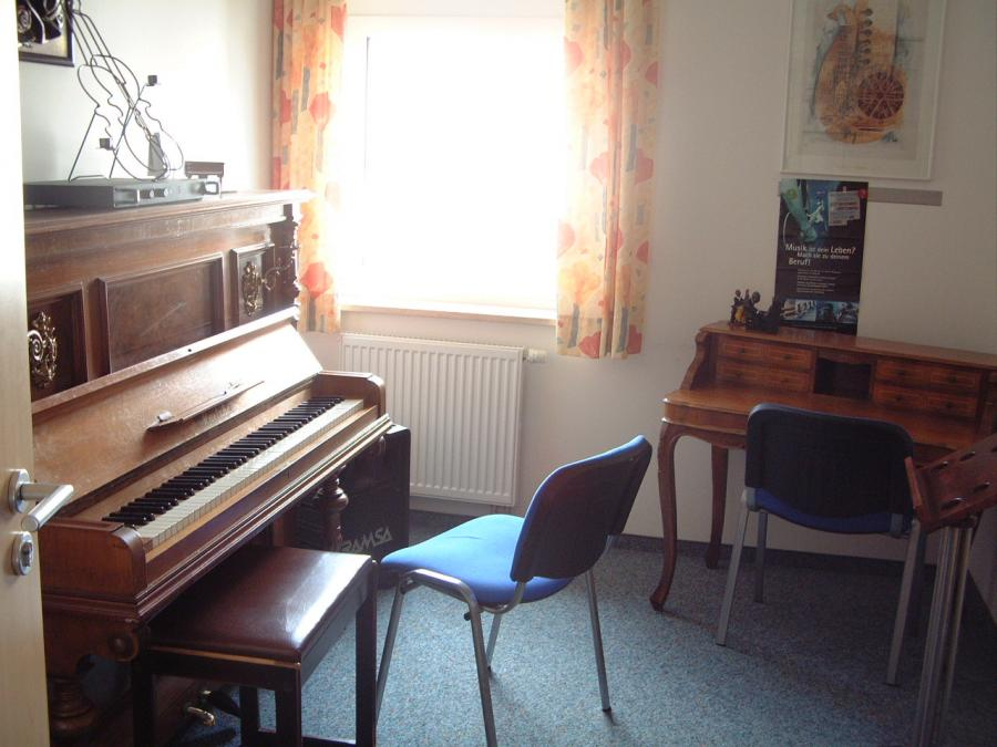 Musikzimmer Nr. 5 mit Klavier