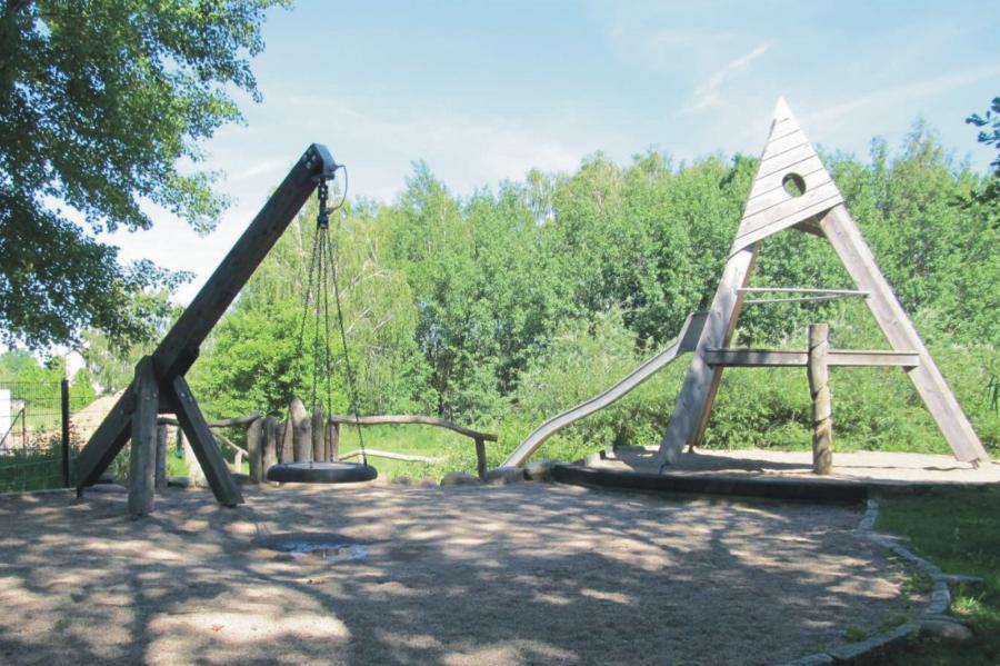 Klosterfelde Spielplatz Geschwister-Scholl-Straße Pyramide Schaukel, Foto: Gemeinde Wandlitz