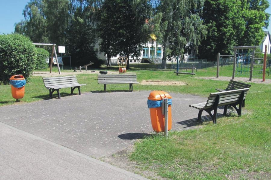 Klosterfelde Spielplatz Hans-Beimler-Straße Bänke, Foto Gemeinde Wandlitz