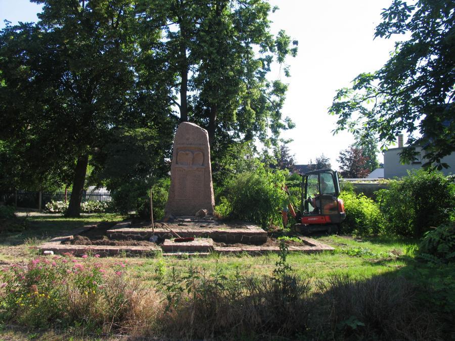 Kriegerdenkmal Bild 2