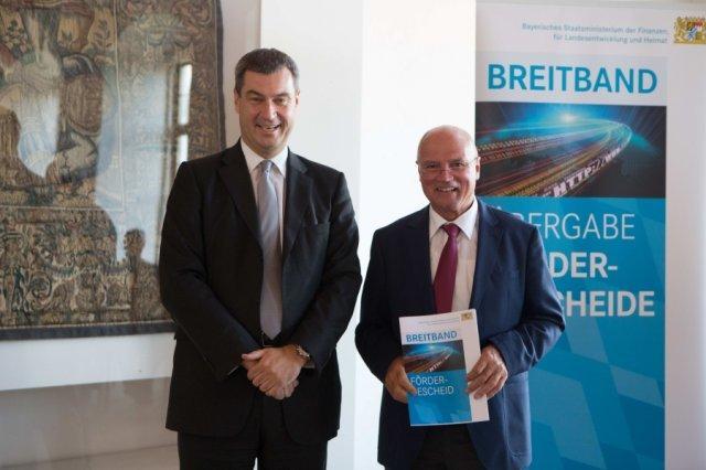 Minister Söder übergibt Förderbescheid zum Breitbandausbau