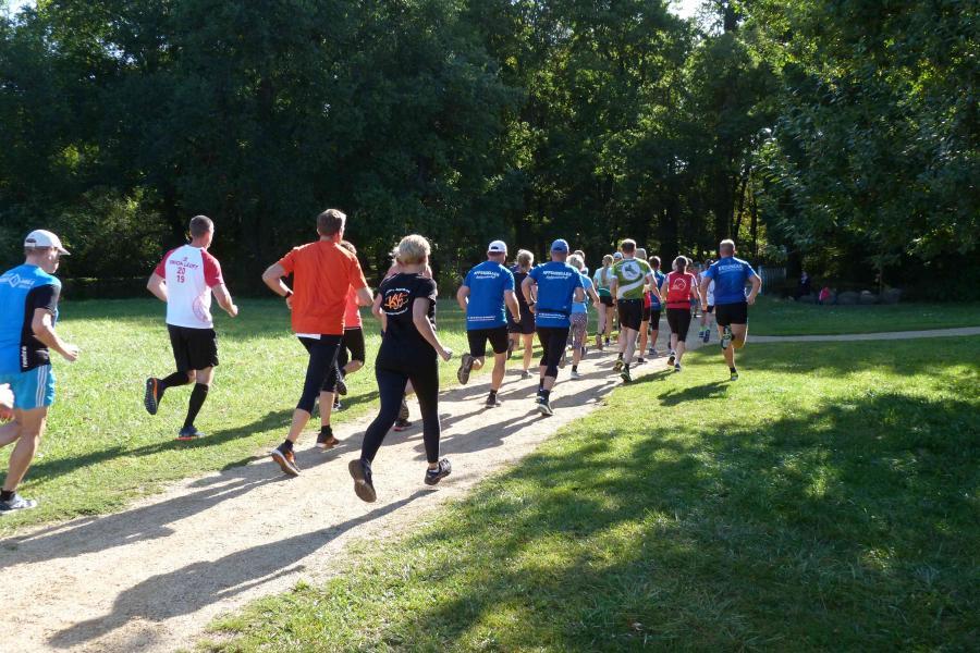 Läufer*innen im Lenné-Park