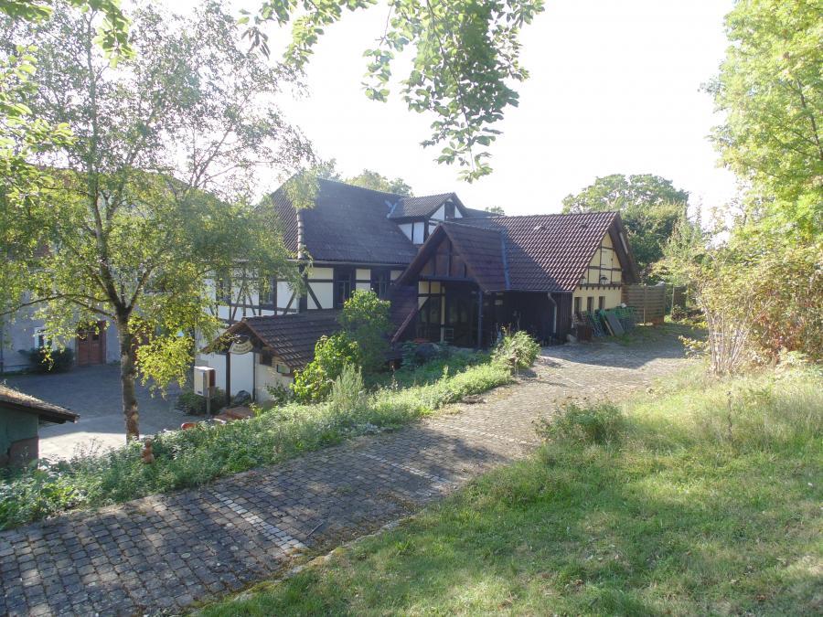 Landgasthaus Rückansicht mit großer Sonnenterasse