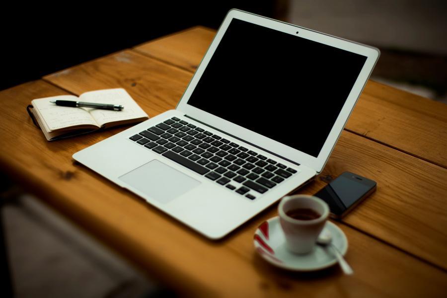 Notebook und Smartphone