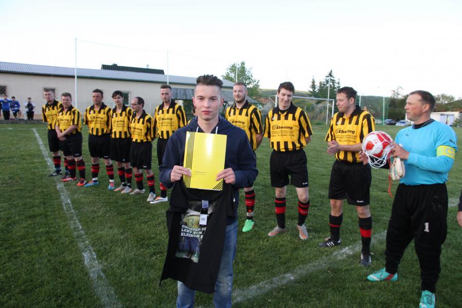 Lukas Eckardt mit seinem Team