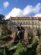 """Der Schlossherrn vor seinem Schloss in der """"Legende Watzdorf"""". Foto: Antje Kienow"""