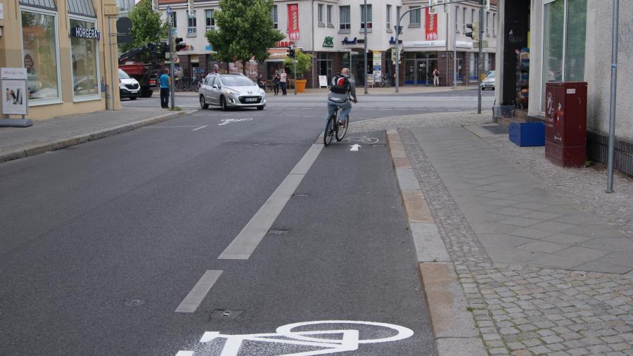 Markierungen der Radwege in der Lehnitzstraße