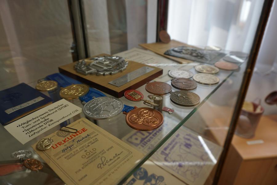 Urkunden und Medaillen