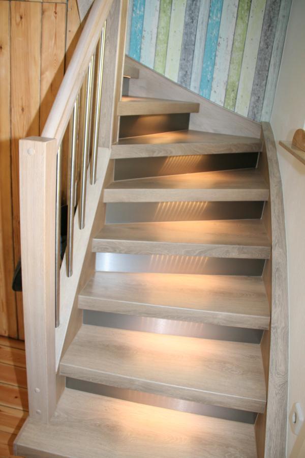 Treppenrenovierung mit Edelstahlsetzstufen und Beleuchtung