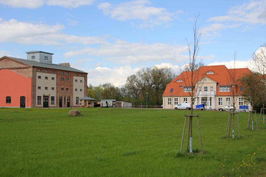 Blick auf das Evangelische Seniorenzentrum und die Begegnungsstätte
