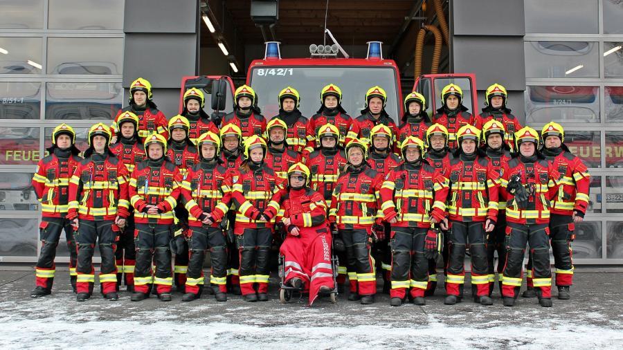 Gruppenbild anläßlich der Ausgabe der neuen Schutzbekleidung am 07.01.2017