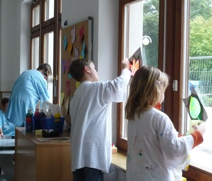 malende Kinder am Fenster.jpg