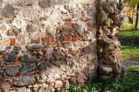 Mauer der Feldsteinkirche in Dahmsdorf