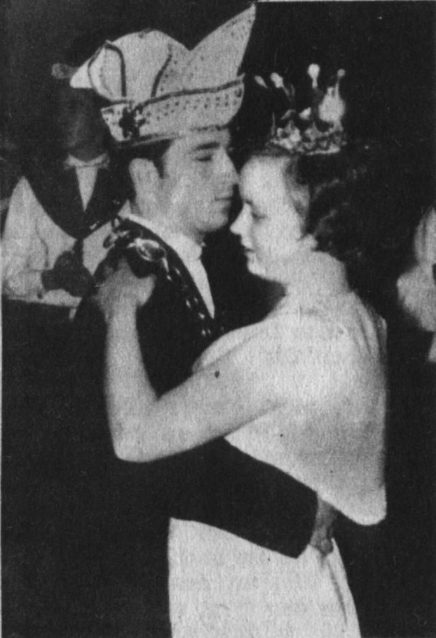 Prinz Adalbert I. tanzt mit seiner Prinzessin Gabi den Eröffnungstanz