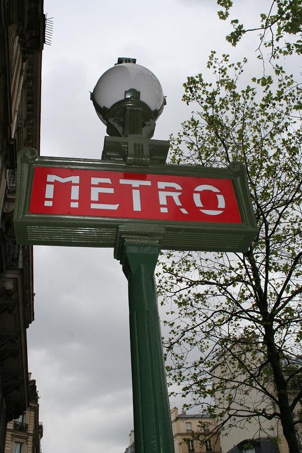 Metro-Eingang in Paris