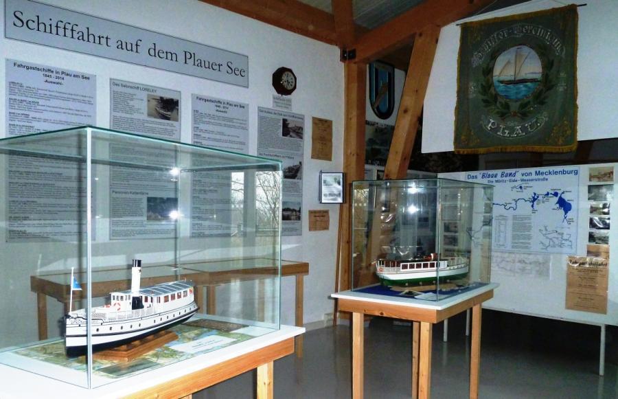 Modelle alter Fahrgastschiffe