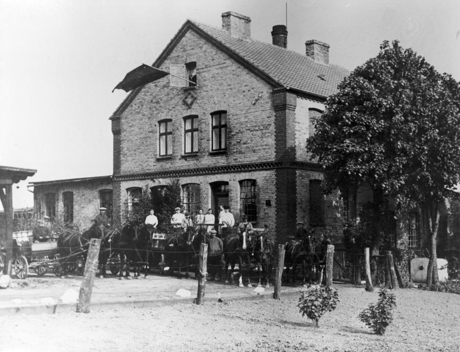 Am 24.5.1930 feierte die Molkerei nördlich des Schulgebäudes ihr 25 jähriges Jubiläum.