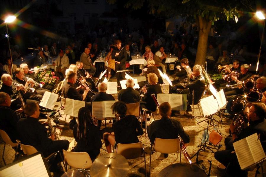 Live im Hof: Serenadenkonzert des Musikverein Nauheim