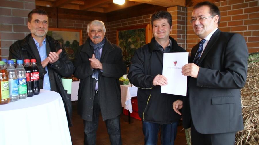Übergabe Fördermittelbescheid durch Minister Vogelsänger