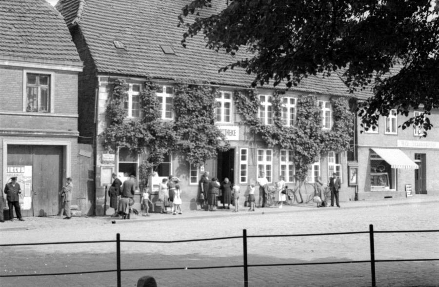 Apotheke am Markt, um 1955