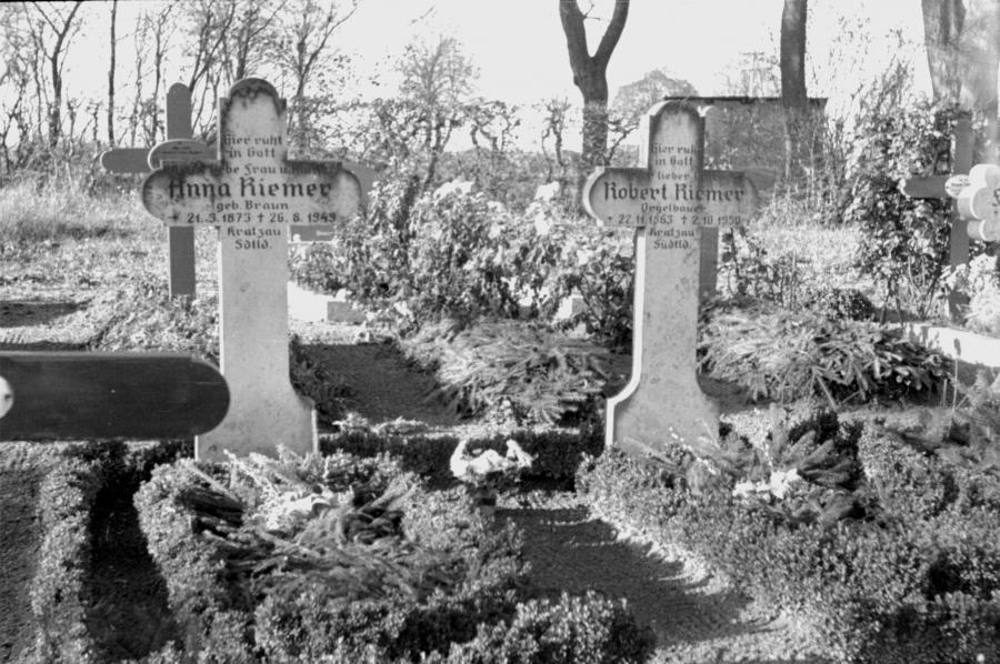 Friedhof Neukalen, um 1955 (2)
