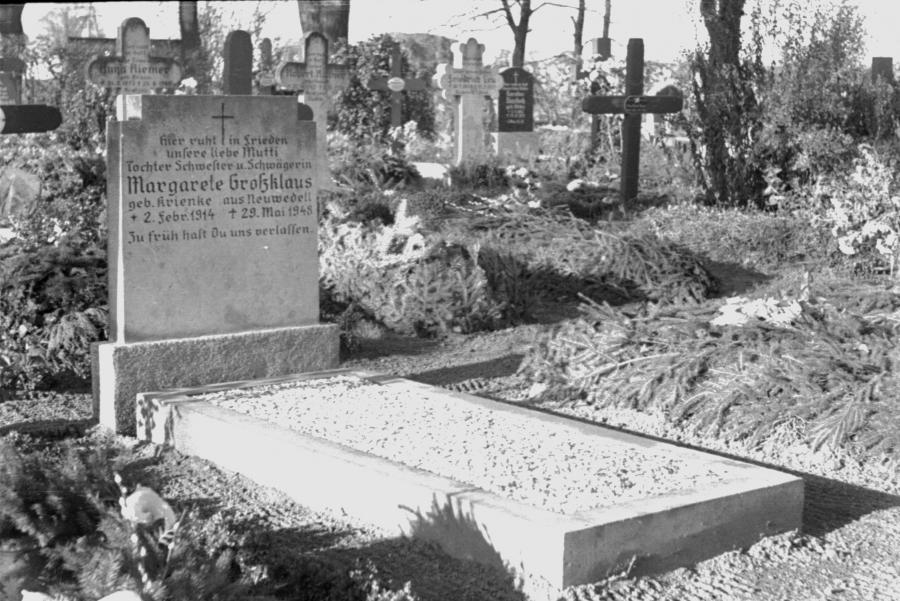 Friedhof Neukalen, um 1955 (4)