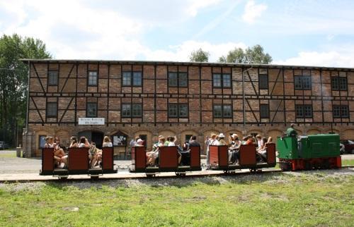 Feldbahn vor der Alten Ziegelei Klein Kölzig