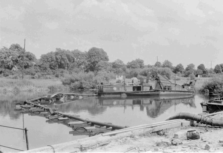Der Hafen wird ausgebaggert, um 1960