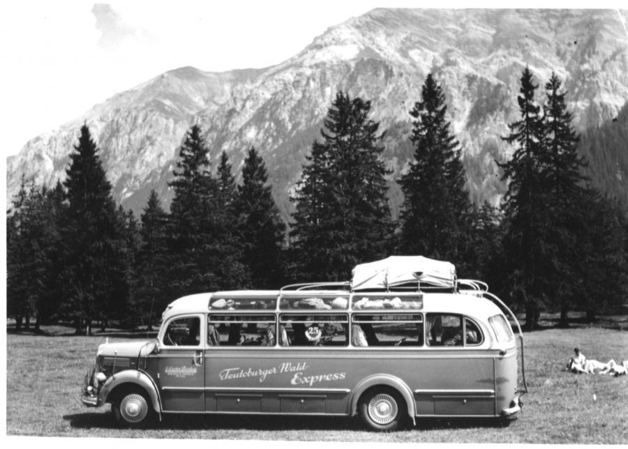 neuer Bus zum 25-jährigen Jubiläum 1953
