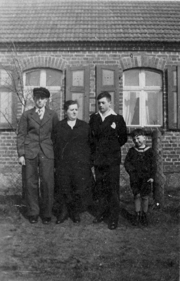 Um 1935 in Mienken